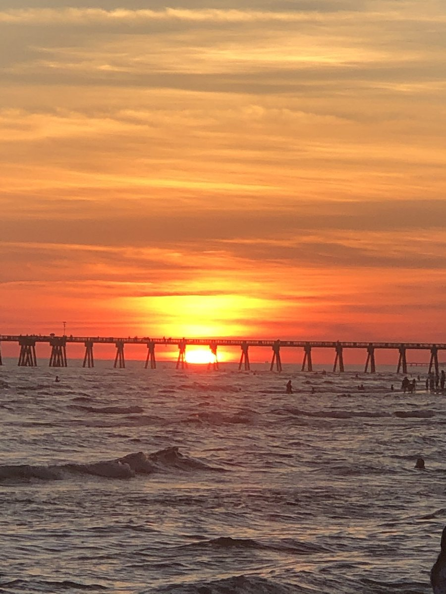 Ther's fire in the sky.  #pcb #sunset @tracybuckner @benmarino_ua @spann @Visit_PCB