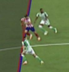 Mirad dónde le tiran la línea en el hombro de Morata y dónde en el de Benzema. Es escandaloso, cada día más. https://t.co/8VNZU7D18R