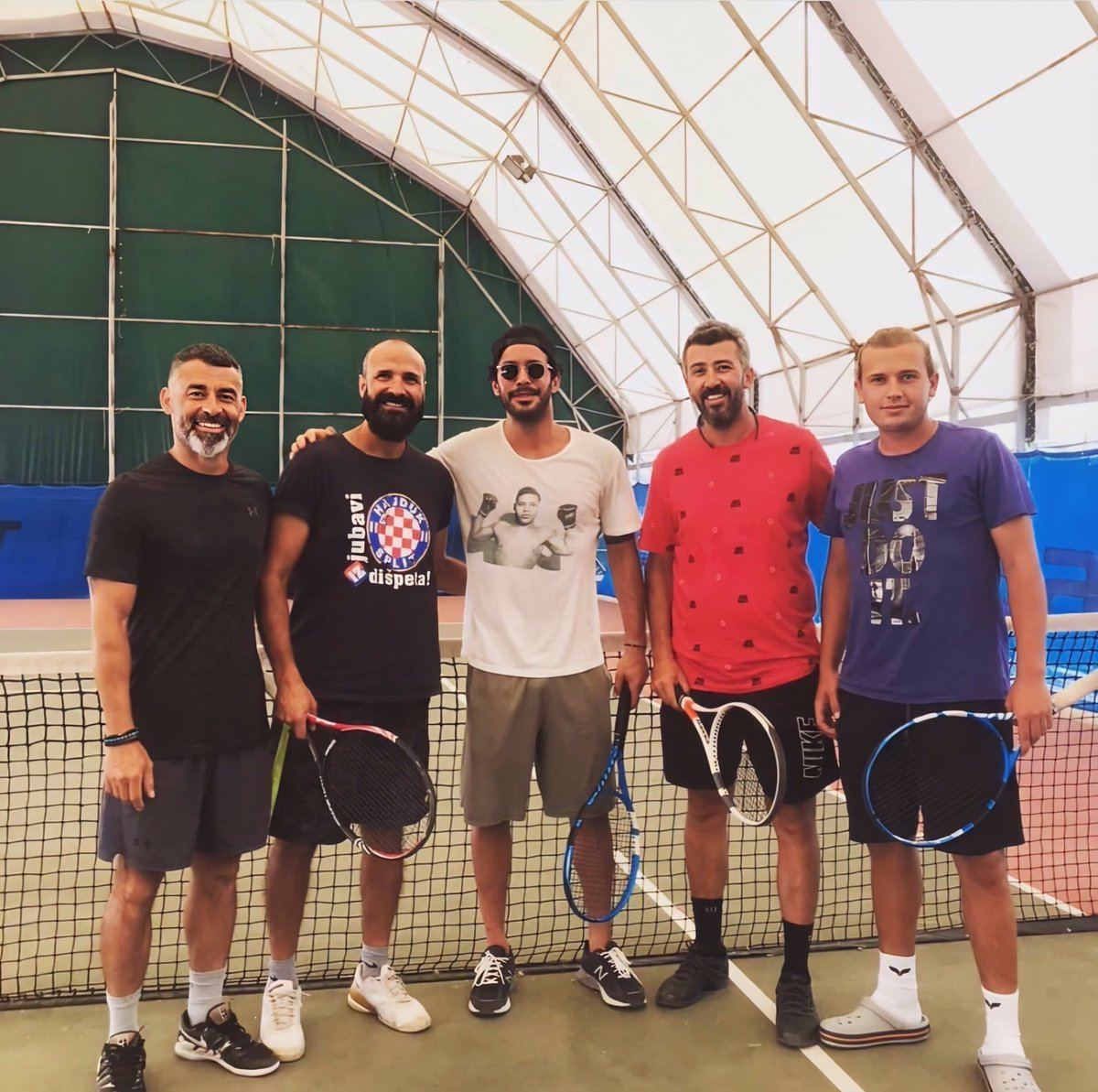 Remember Barış saying in one interview that tennis is the only sport he couldn't do and wanted to learn more about  Stan a king that keep his words & love to improve his skills  <br>http://pic.twitter.com/uz9axSeA6l