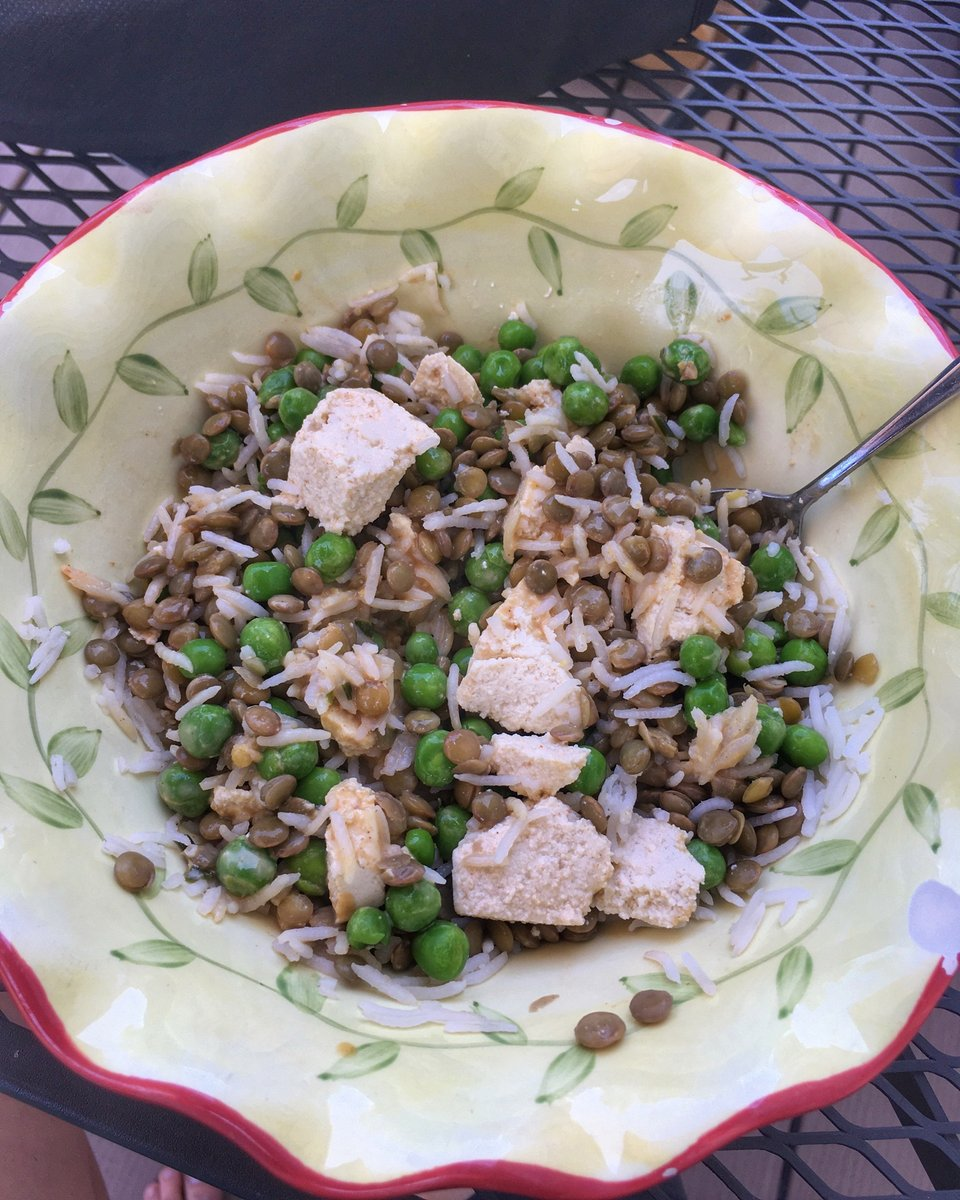 Post workout meal: basmati rice, lentils, #tofu and peas.   I started adding tofu to my meals to increase my #protein intake.  I'm trying to add on some muscle! pic.twitter.com/w91JrAiVCK