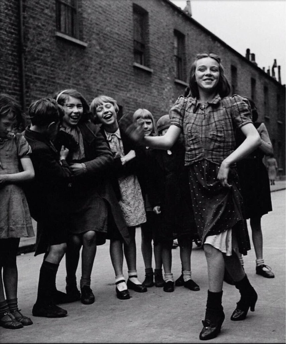 RT @SirWilliamD: An East End girl doing the Lambeth Walk, London in 1939 by Bill Brandt. https://t.co/YIOldM2VdX