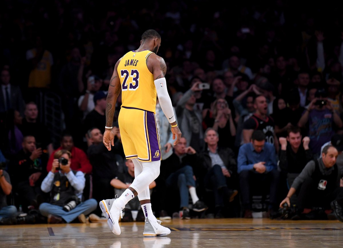 """LeBron will not have a message on the back of his jersey due to the fact he wanted more say in the message.   """"I respect everybody that decided to put something on the back of their jersey."""" https://t.co/fDxD5MJFQr"""