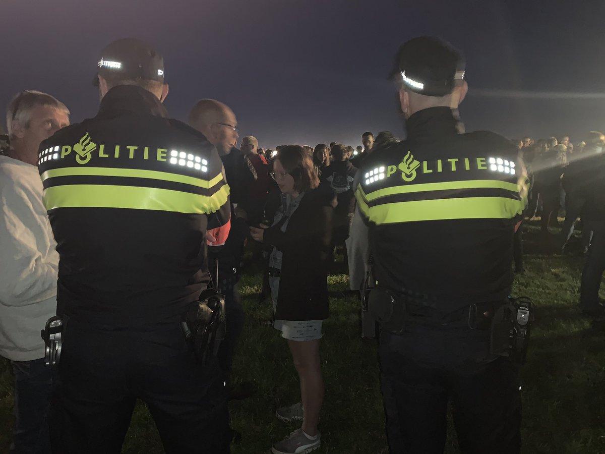 Laatste dan: politie heeft ook genoten. 2 agenten op 500 boeren. Geen wanklank. Geen rotzooi. Alleen maar gezelligheid. #boerenprotest #boerenprotesten. Jammer overigens dat de media @NHNieuws @nhdagblad het hebben laten afweten. Positief nieuws is geen nieuws kennelijk https://t.co/SLXXtcv7DI