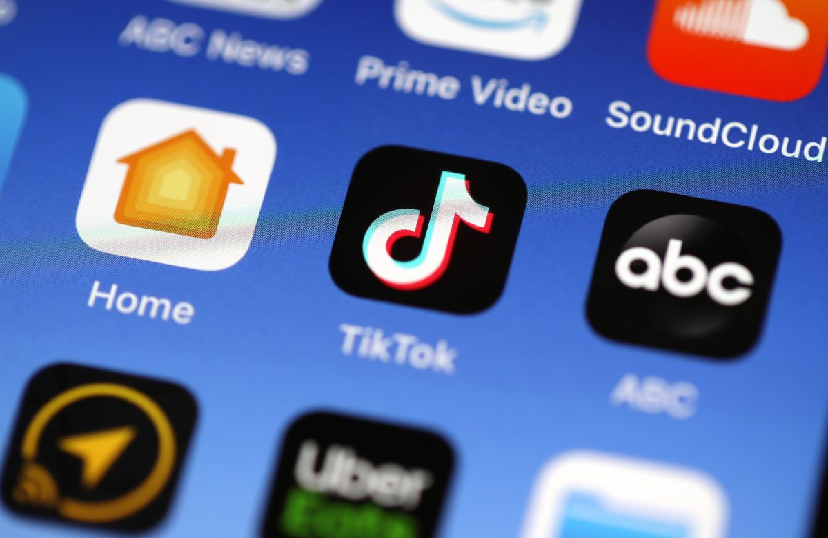 Wells Fargo directs employees to delete TikTok, citing security