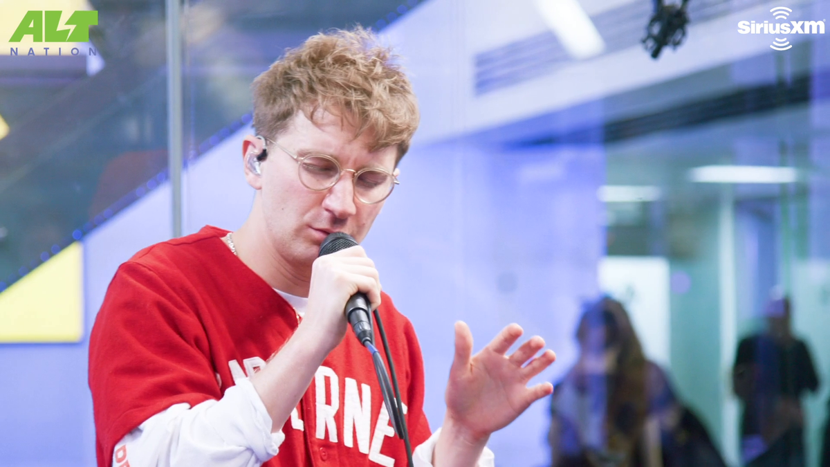 Looking back earlier this year when @GlassAnimals performed 'Gooey' live for @altnation.