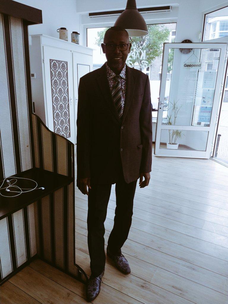 Ik ben geen CDA stemmer maar ik ben fan van minister Hugo de Jong, zie mijn schoenen https://t.co/cbhQnhTfss