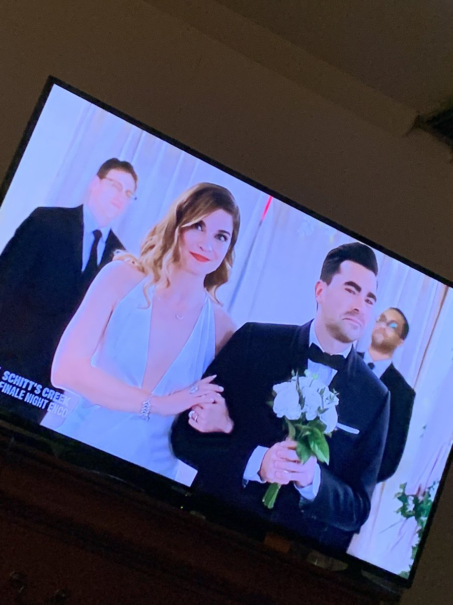 The second #alexis tells #David I love you in this scene I lose my shit! @danjlevy thank you a million times over for giving us this amazing 6 seasons of TV. This show changed my life in so many ways! #SchittsCreek #schittscreekmarathon @annefrances @Realeugenelevy