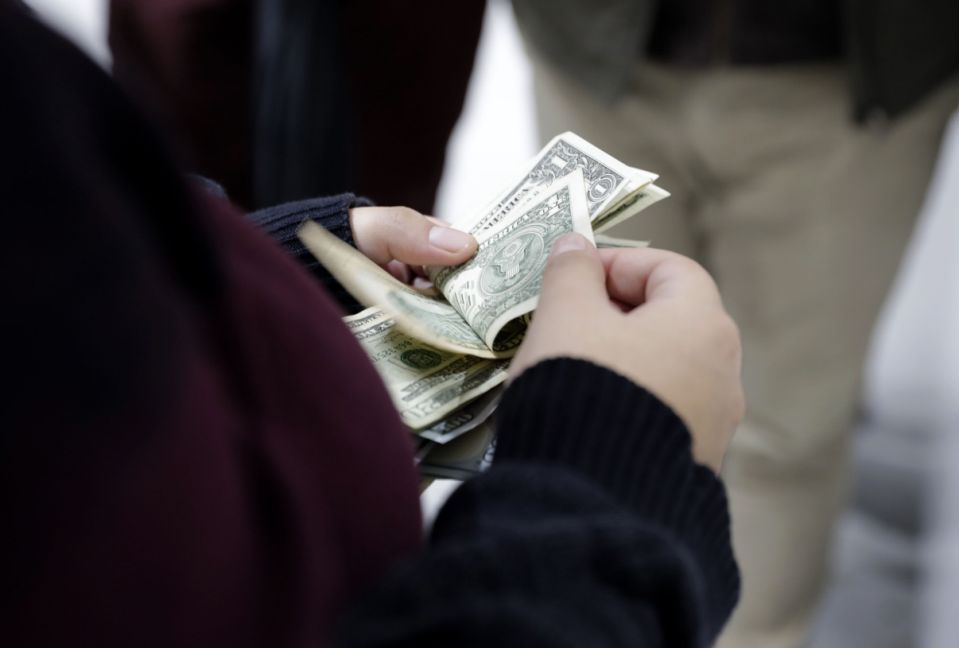 Checking vs. saving account: How to choose