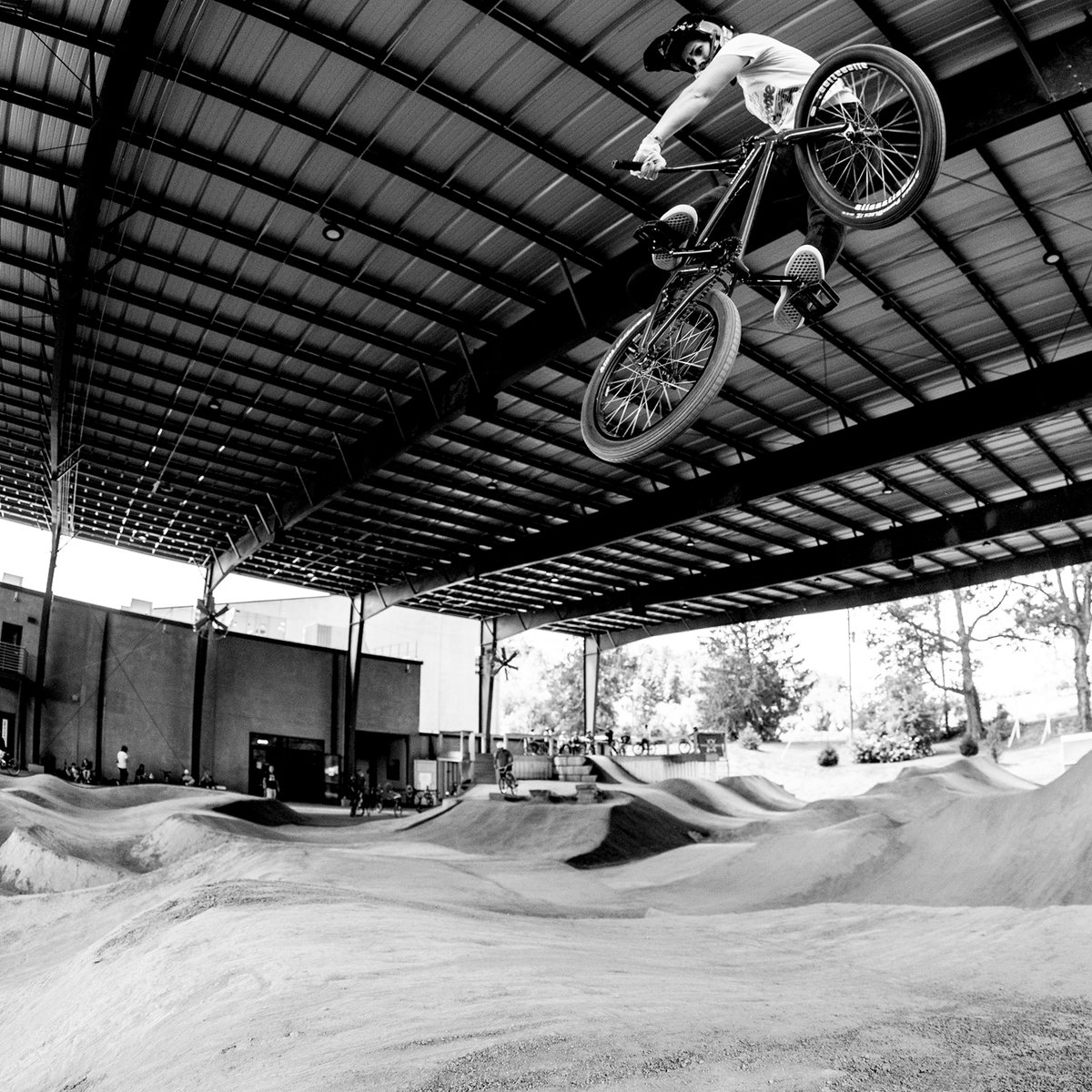 Proper turndown by @NikitaDucarroz at Riveter in Asheville, NC. @Mongoose https://t.co/eYl49ZmqF8