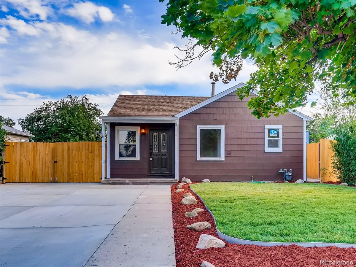 Do you know someone looking for a great #property in #Denver?   #realestate https://tour.corelistingmachine.com/home/3TTRHFpic.twitter.com/e2G4aqezOE
