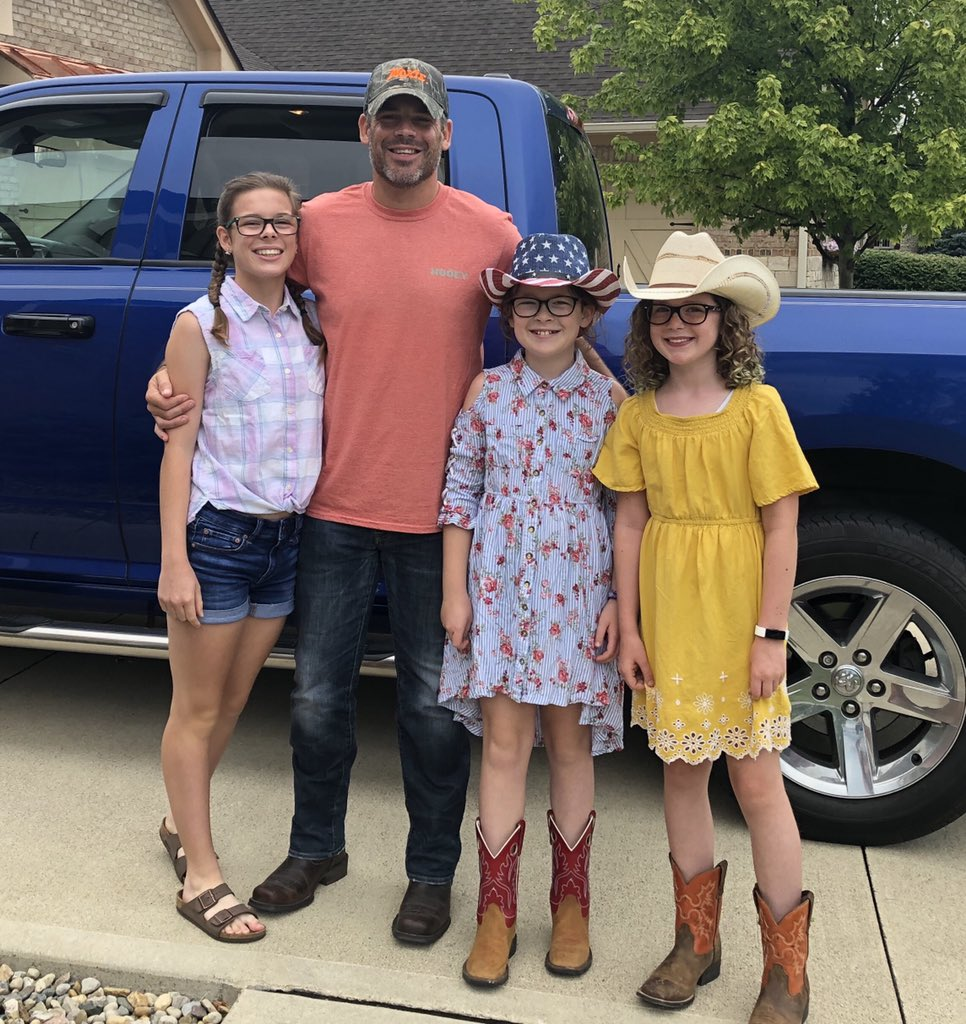 After thinking it may be broken due to this crazy year, our tradition of going to a concert for the girls' birthdays continues!  Haley's 5th year, and Peyton's 1st year and concert ever! @JonPardi @ruoffmusicenterpic.twitter.com/KfnciLPhiu