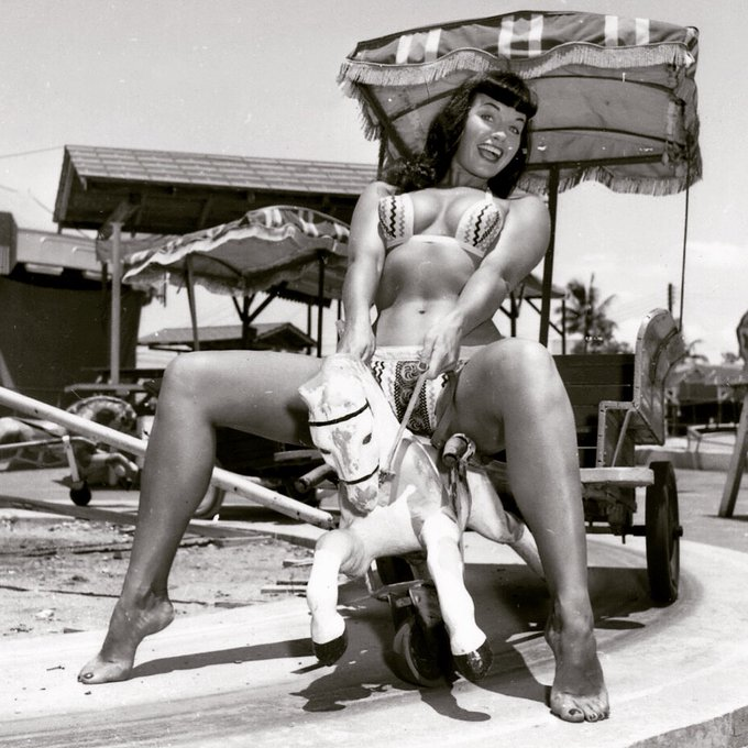 We hope y'all are having a giddyup good time this weekend! 🎠☀️💗 . 📸 Bunny Yeager ✨ . #bettiepage #bunnyyeager