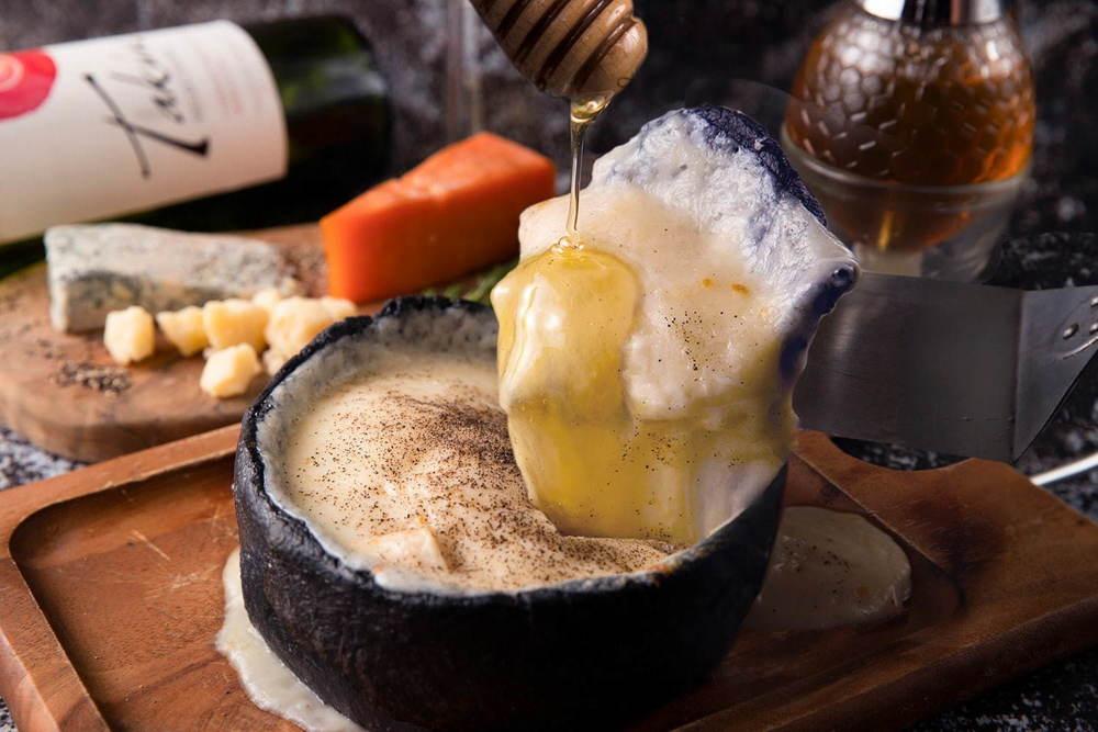 チーズと生はちみつ専門店「ベーネ」名古屋にオープン、国産生はちみつ&チーズ食べ放題メニューなど -