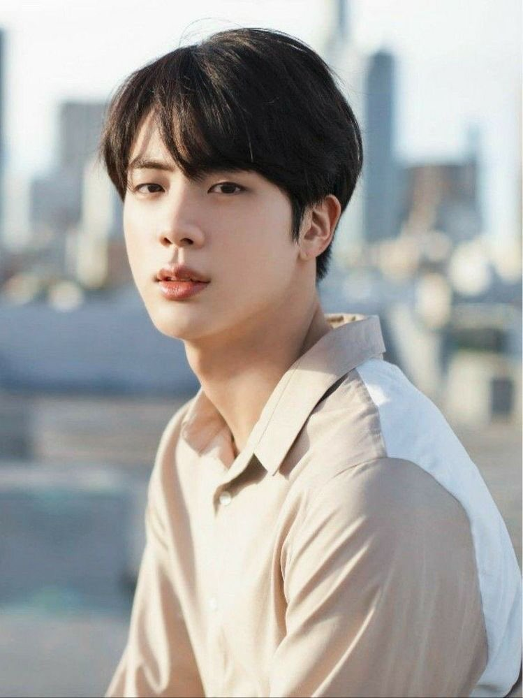 'Moon' by Jin has reached 81 #1's on iTunes worldwide. It now ties with 'Gentleman' by Psy, making #Jin the 3rd Korean soloist with the most #1's for a single on iTunes in history. Congratulations, Jin! 💜 @BTS_twt #81stMoonByJin