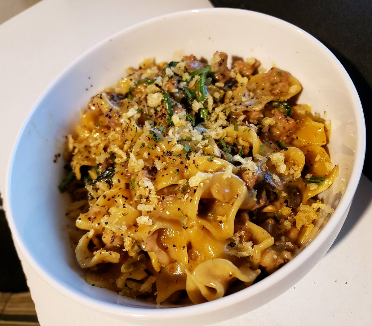 Channeled my Inner Midwestern Housew̶i̶f̶e̶husband for #Dinner! #Cheesy #Spinach, #Mushroom, and #Beef #Noodle #Casserole with a #HimalayanSalt #PotatoChip Crust!  #comfortfood #homemade #chef #cooking #food #foodie #fattie #foodporn #foodpic #yummy #yum #getinmybelly #nom