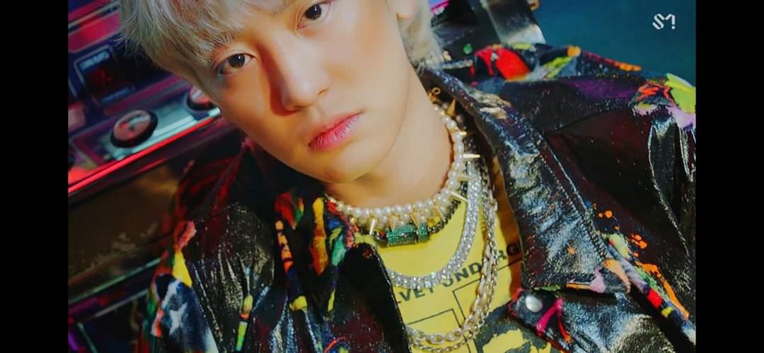 200710 Capturas de #CHANYEOL en el MV Teaser de « 1 Billion Views»! Parte de el nuevo álbum de EXO-SC. 🙌🏻✨  cr: orphabee #엑소 #박찬열 #찬열 #PCY #LOEY #EXOL #Yeolmae https://t.co/BpTfwwrGwW