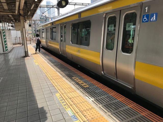 【きょう12日から】「飯田橋駅」ホーム移設、電車との隙間解消約200m移動。従来のホームは急カーブの場所にあったため、乗降時に電車との隙間が大きく開き、転落事故が発生していた。