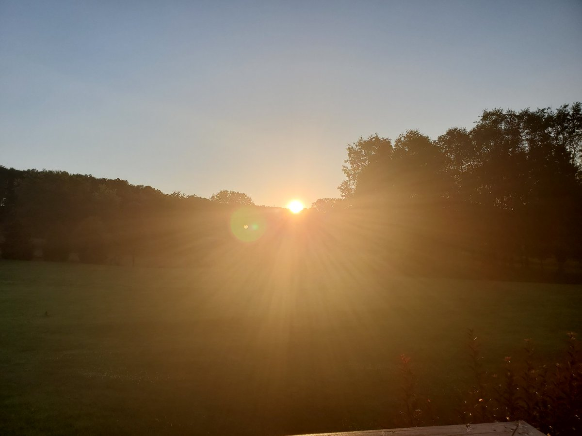 #sunset from my back porch. pic.twitter.com/XpJKPx2gyW