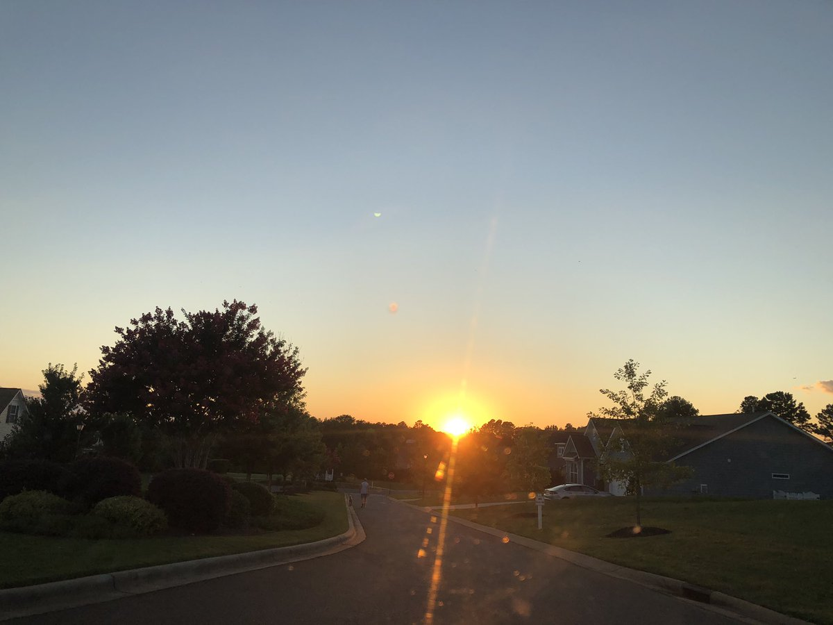 I love sunsets! #sunset pic.twitter.com/Nbt3atHdnF
