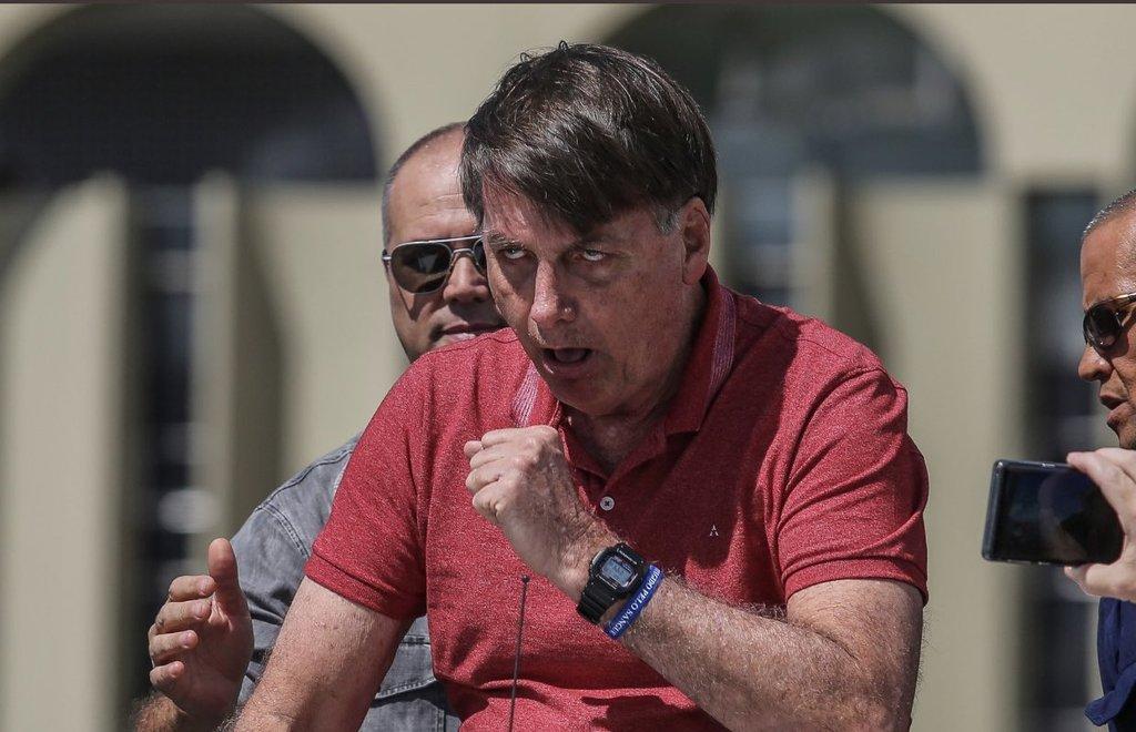 #ForaBolsonaro es la expresión que el pueblo #Brasil no soporta ya el mandato de este neonacista, extremista, entreguista y lamebotas de #Trump. #NoMasTrump #NoMasBolsonaropic.twitter.com/ehRoViCuQT