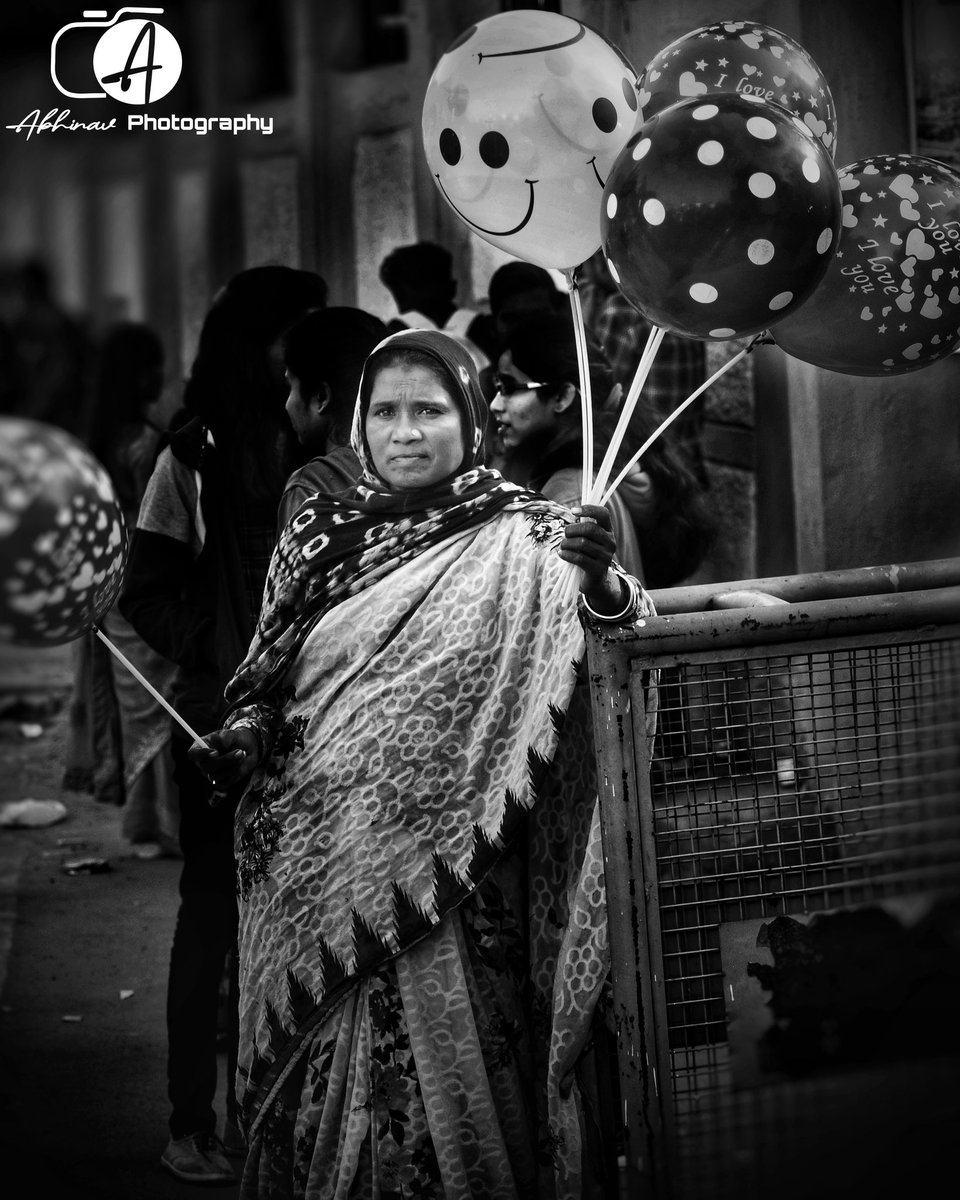 What would be the wish of poor whose breath is also sold in the balloon🎈 #Maa #balloon #women #streetphotographer #photo #photographer #breath #Smile #REALITY #female #candid #child #poor #HUMAN #HumanityFirst #motherhood #PhotosOfMyLife #India #love #ItsOkayToNotBeOkay #Courage https://t.co/5QoUMzgV7S