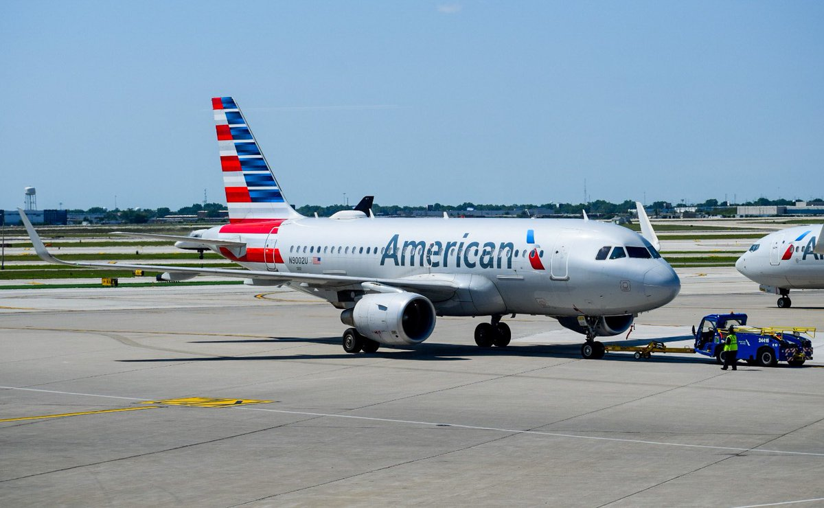 American Airlines Airbus A319-115 N9002U at Chicago O'Hare International Airport ORD/KORD @AmericanAir #AvGeek #aviationdaily #aviationlover #aviation #aviationphotography #airplane #airplanes #plane #planes #planespotter #planespotting #samolot #lotnictwo https://t.co/vPMDUagpR7