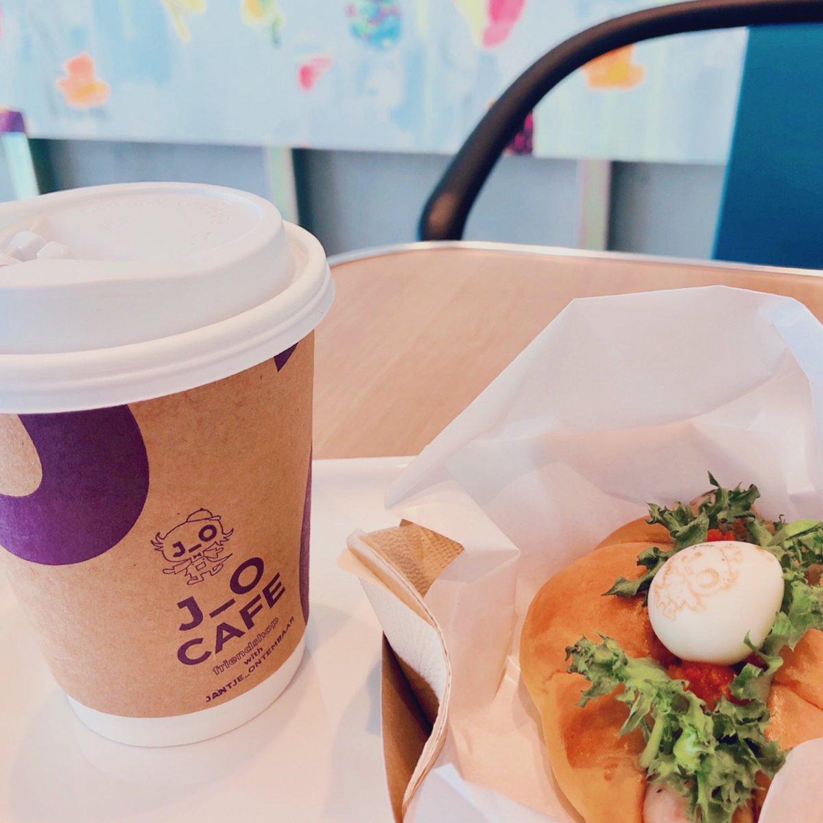 【J_O CAFE】草彅剛さん監修の第四弾《ホットブルドッグ#001》ハーブ香るソーセージにフレッシュトマトソース、J_Oくんアート付きうずらの卵をトッピング。フレッシュな美味しさをたいせつにする為、数量限定で販売しております。販売時間:11時13時15時17時#J_O_CAFE#BISTRO_J_O#ホットドッグ