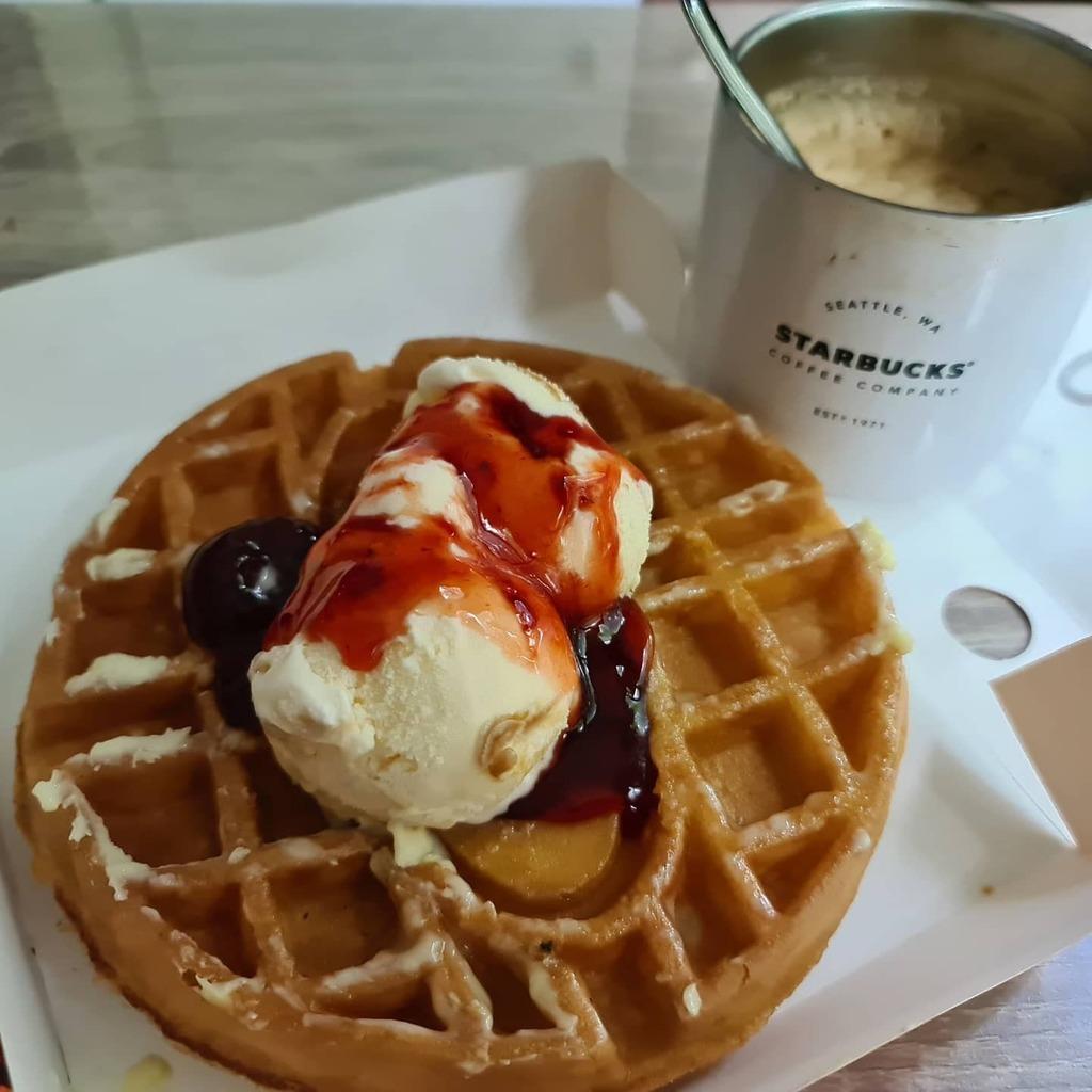 Home clod brew with waffle  #coffee #breakfast #after #good #madelove #food #healthybreakfast #beforeandafter #love #instagood #artwork #handmadelove #cafe #coffeetime #foodie #breakfastclub #afternoon #handmadeloves #coffeelover #breakfastofchampions #f…