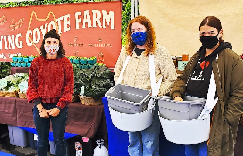 Oregon farmers' markets are open as usual. What's not usual are the behind-the-scenes gymnastics that have been required to keep the markets open and safe: https://www.goodstuffnw.com/2020/07/farmers-markets-adapting-to-new-normal-mask-wearing-social-dist… . #farmersmarket #food #foodsystem #eatlocal #buylocal #goodfood #realfood #localfoodpic.twitter.com/RnyVXvDfUi