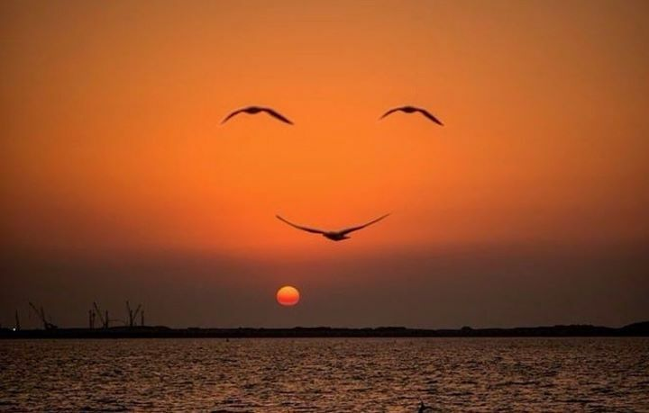 Smiley face .. enjoy life and make the best of it!! :D pic.twitter.com/uoZN1DaxNA