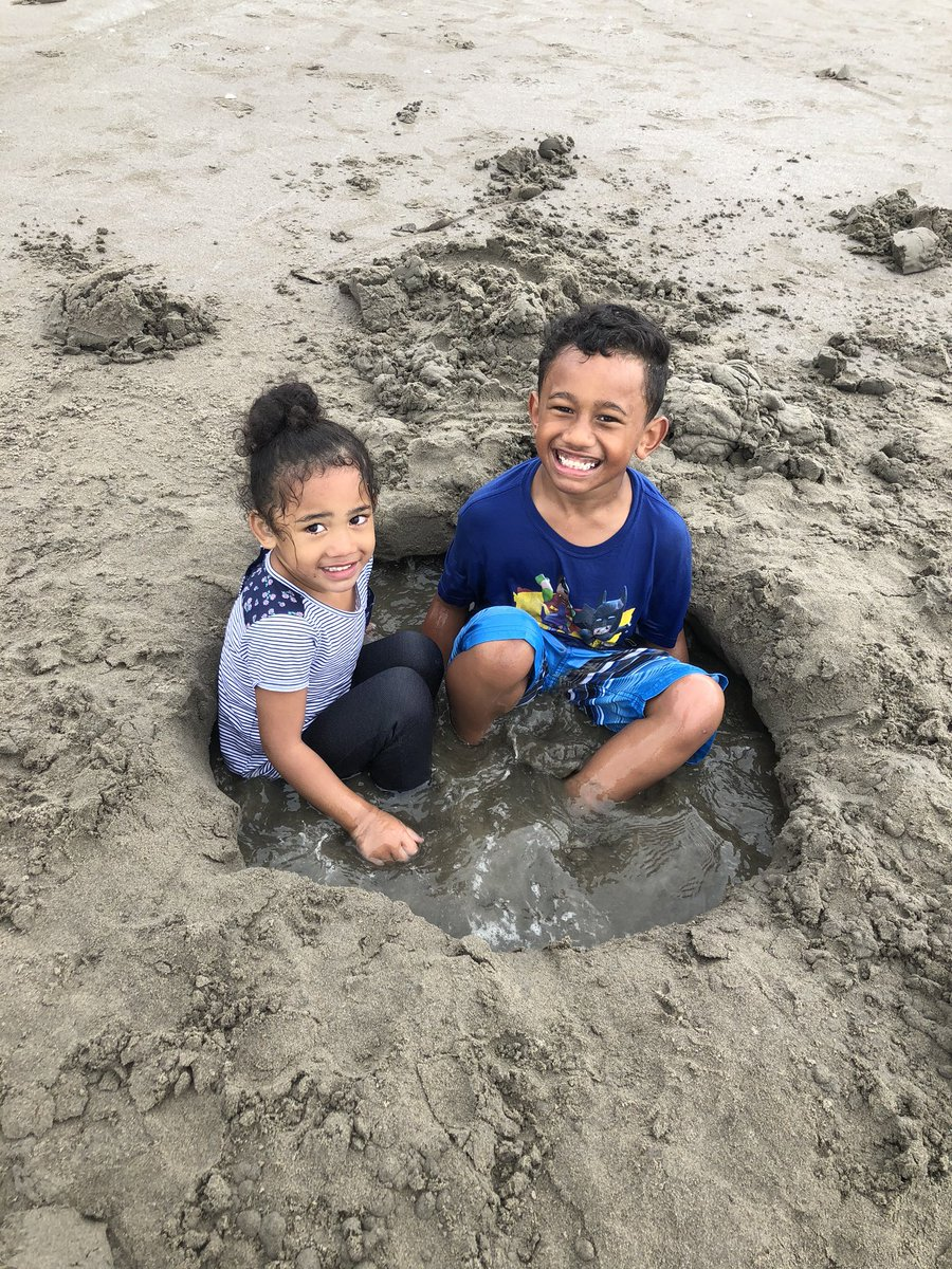 Our beach day was so fun today! SEASIDE the best side! pic.twitter.com/Tuk5jaC7U4