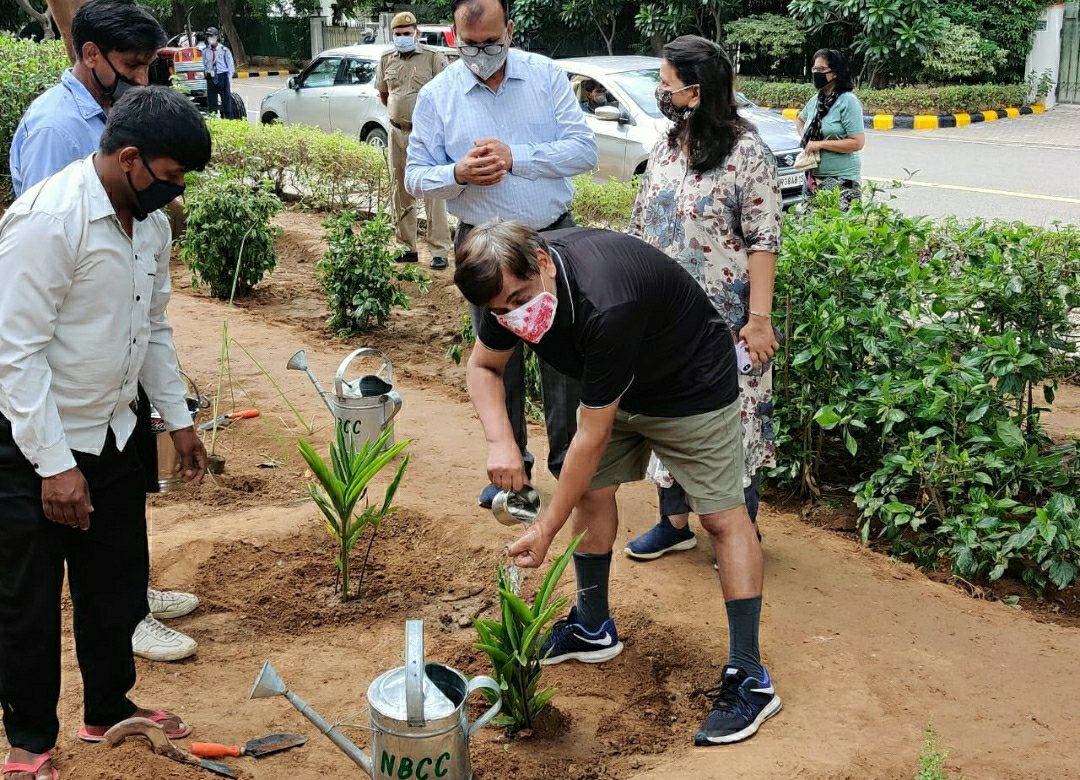 Environment Is Our Ultimate Home🌿💧🤗  Taking a step towards environment conservation, Sh. U.P. Singh, Secretary, Ministry of Jal Shakti participated in a tree plantation event organised by NBCC. #nature #SaveEnvironment #SaveWater #sundayvibes https://t.co/HnN4zr1fcB