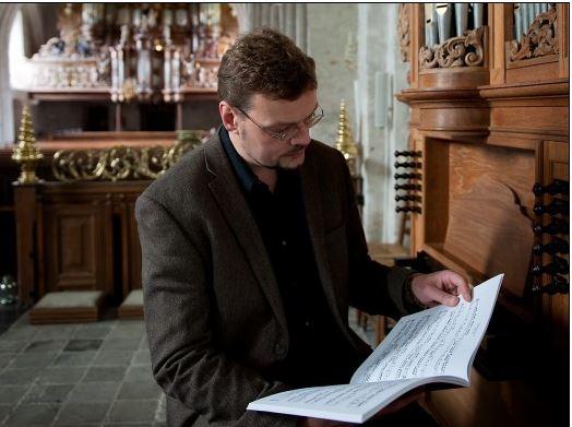 Sietze de Vries presenteert sandwichformule met Bach in de Bovenkerk https://t.co/KJNIDSDyQq https://t.co/CKpdALrlfW