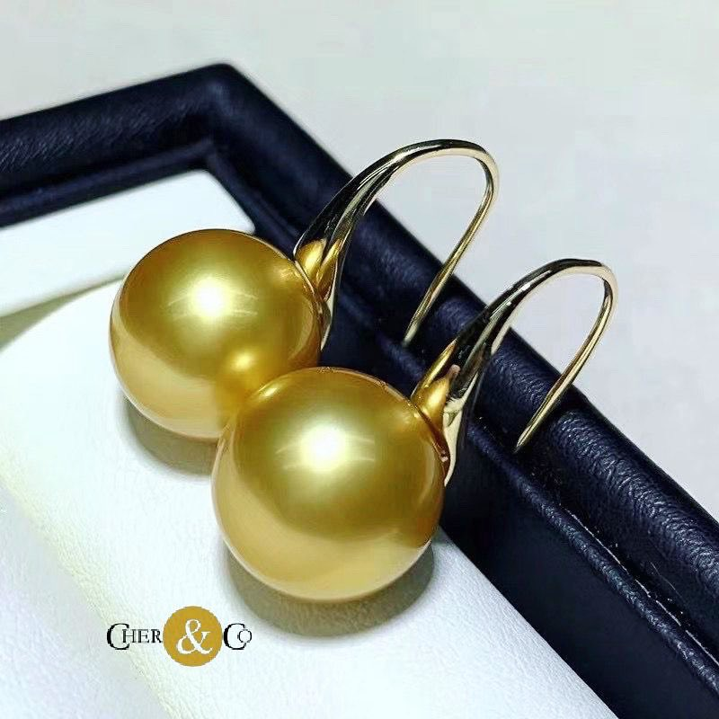 An outstanding south sea golden pearl(10-10.5mm) and 18k gold earrings ordered by our customer for wedding anniversary gift 🎁💕  #naturalpearl #earrings #pearljewellery