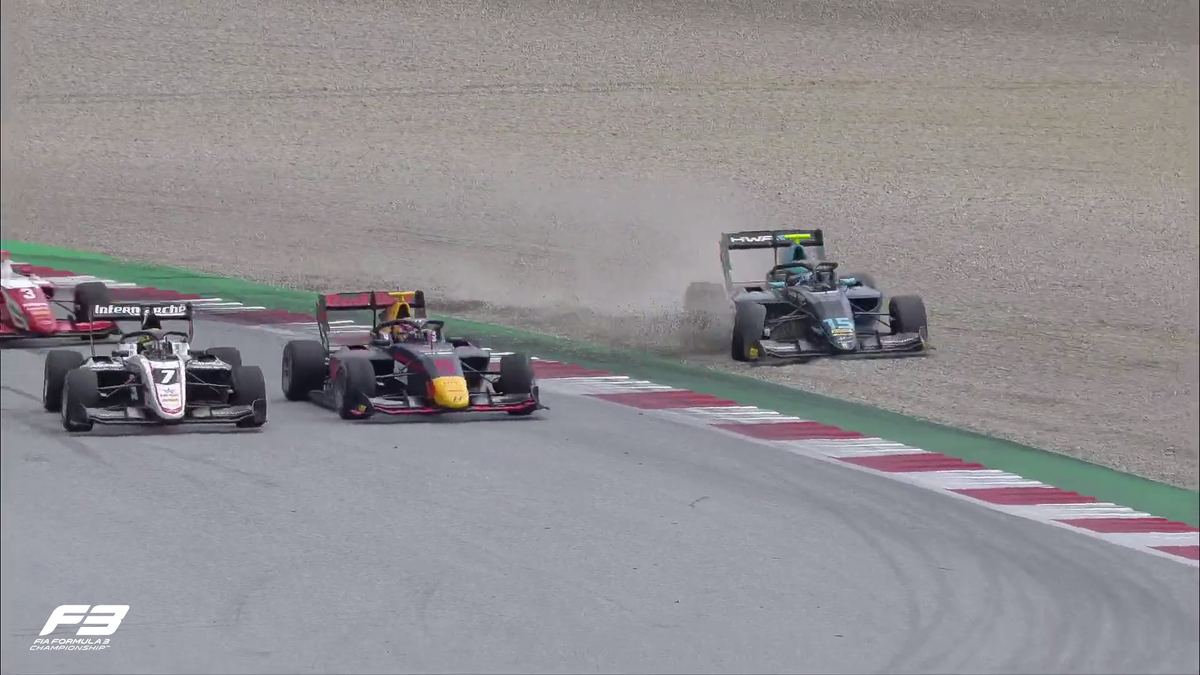 LAP 21/24  NO WAY 😱😱😱  Hughes and Lawson collide and are both OUT of the race!  Pourchaire takes the lead!  #AustrianGP 🇦🇹 #F3 https://t.co/8rAtiHvh99