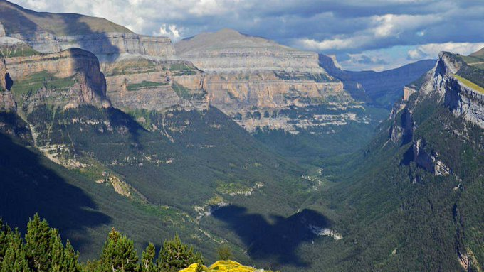 #TalDíaComoHoy en 1982, se amplía y se cambia la denominación del Parque Nacional de Ordesa y Monte Perdido https://t.co/G7oVTfHEB5