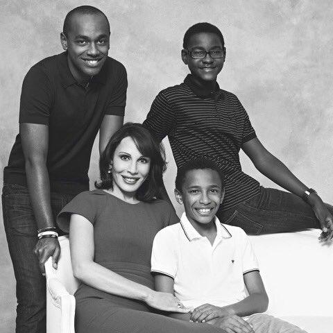 De tout ce qu'il m'ait été donné de faire, la chose dont je suis la plus fière, c'est d'être devenue votre maman. #SundayMood #Family #Love #Gabon