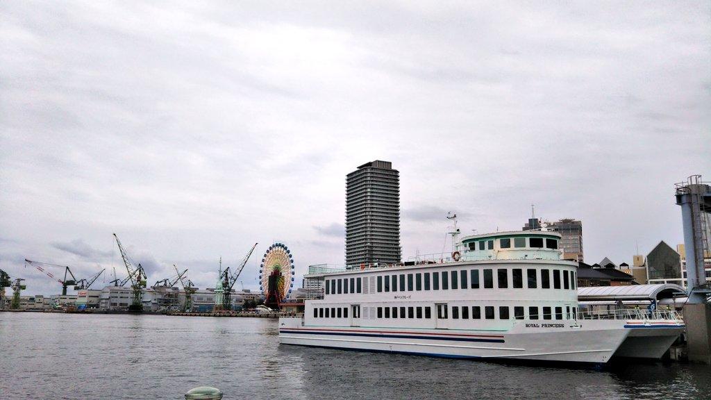 海無し県民なので、ベイとかポートとかの単語には弱いです。 ベイクルーズってどこの球団? 琵琶湖周遊船ではないよね。pic.twitter.com/UghMmXWbGY