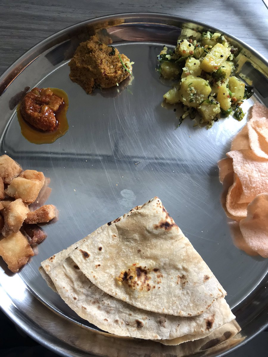Today's Lunch Menu: Roti, Pickle & Shankarpali from Dabbawala's house. Carrot Chutney/Thuvaiyal & Vazhakkai Podimas(Raw Banana Fry) I made at Dabbawala's place. Batata Papad(Potato Papad) from Chitale. Rice & Dal not in the picture. TN & MH combo #SundayLunch @sftmumbai<br>http://pic.twitter.com/3zn5UcuZ0B