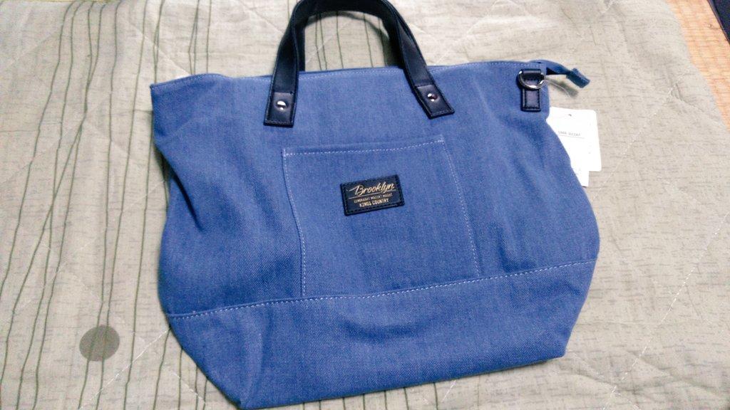 この鞄は700円とめっちゃ安かったので、買ってしまったー。👜💦でも、ちゃんとチャックもあって、ポケットもあって、とっても使いやすそうだったから。。お買い物の時のエコバッグにもなるしね‼️(^_^;)デニム好きだし😊✨ #しまパト #安い #鞄 #デニム
