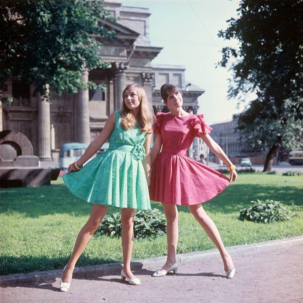 Soviet fashion of the 1970s, photos taken in Leningrad.