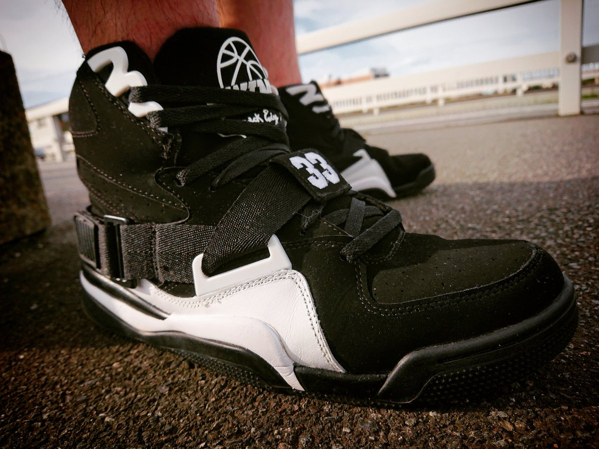 EWING ATHLETICS CONCEPT HI  #バッシュを履いて外へ出よう #バッシュを履いて外に出よう #Ewing #concept #PatrickEwing #nba #kicks #sneaker #basketballshoes #shoes #basketball #バッシュ https://t.co/HKetGJVS1z