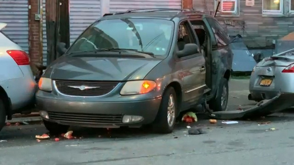 Father fatally struck by vehicle while taking groceries out of car, police say https://t.co/T8oOHDFRW4 https://t.co/07ONhp9GAq