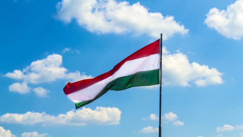 Mađarska od srede za državljane Srbije uvodi dvonedeljni karantin  https://t.co/oQUsQSLj8y https://t.co/ioSOiyjuhU