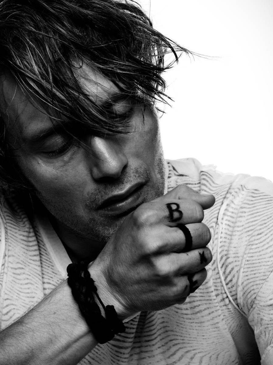 why are you so perfect pls #MadsMikkelsen #Hannibal #SaveHannibalpic.twitter.com/BfvjgSTGC6