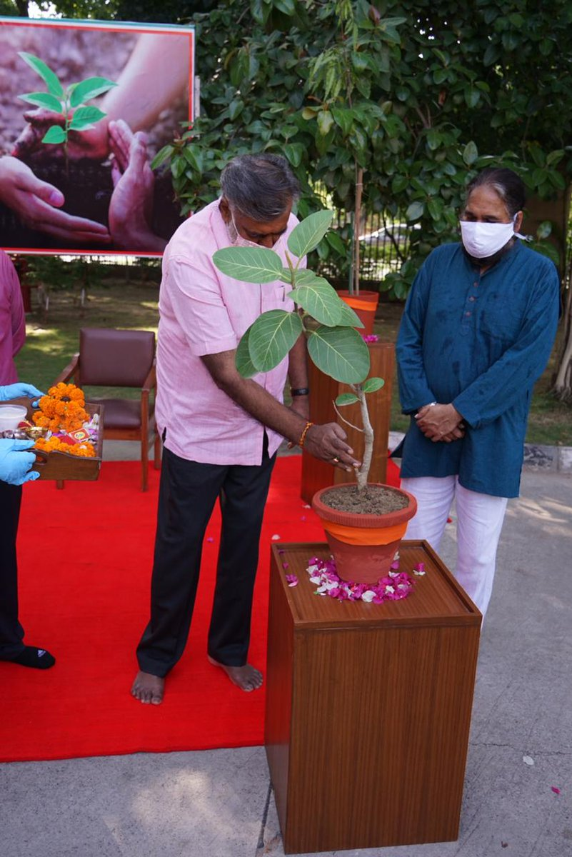 #SankalpParva campaign of the @MinOfCultureGoI was concluded with Tree plantation by Union Minister of State for Culture and Tourism (I/C), Shri @prahladspatel along with DG @ngma_delhi , Shri Adwaita Gadanayak in the premises of NGMA, Delhi today.  #संकल्पपर्व https://t.co/3nk2HT5WLr