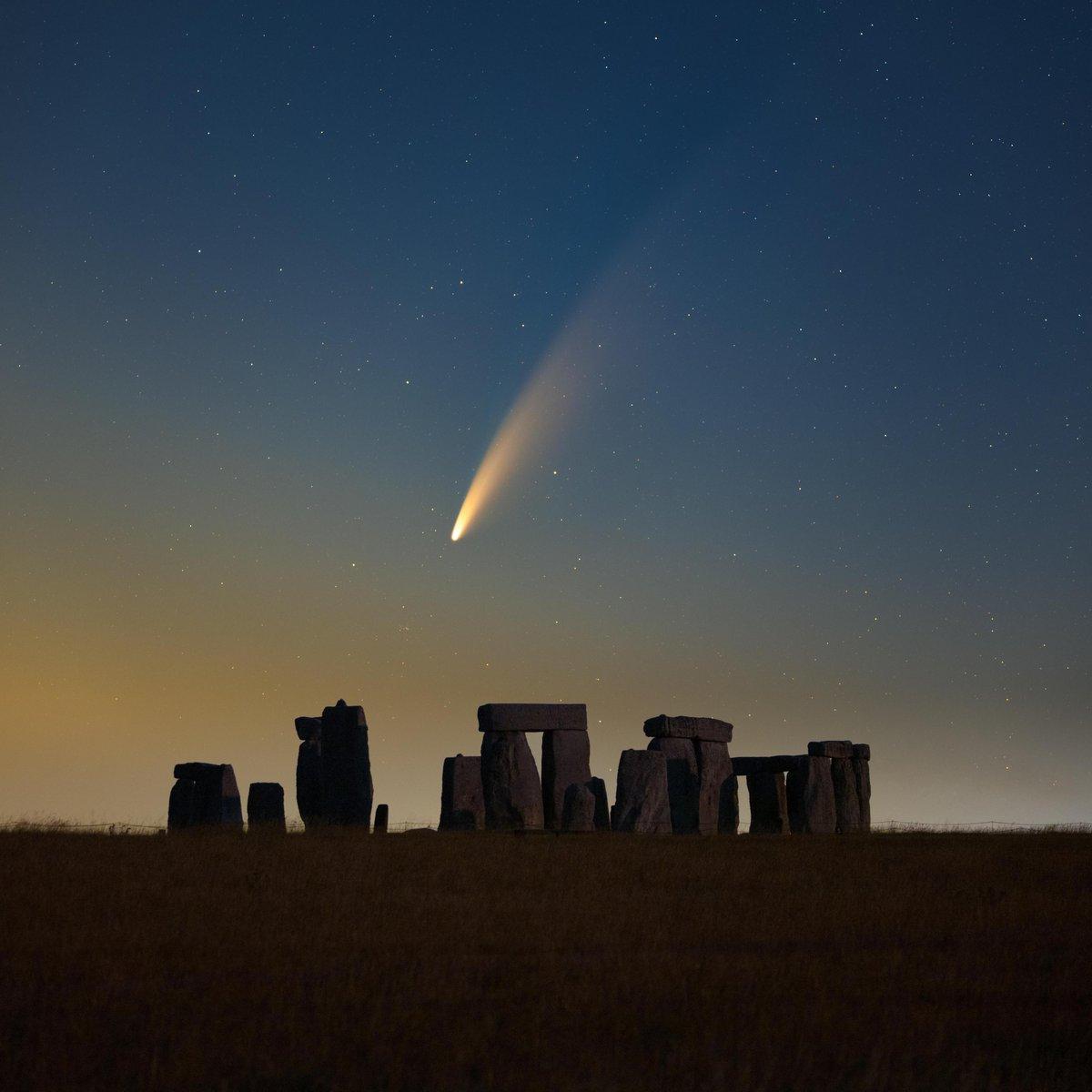 Comet NEOWISE over Stonehenge.  Credit: decsphotos/IG https://t.co/O701z7Z9Fu https://t.co/RkPxHHEXP9