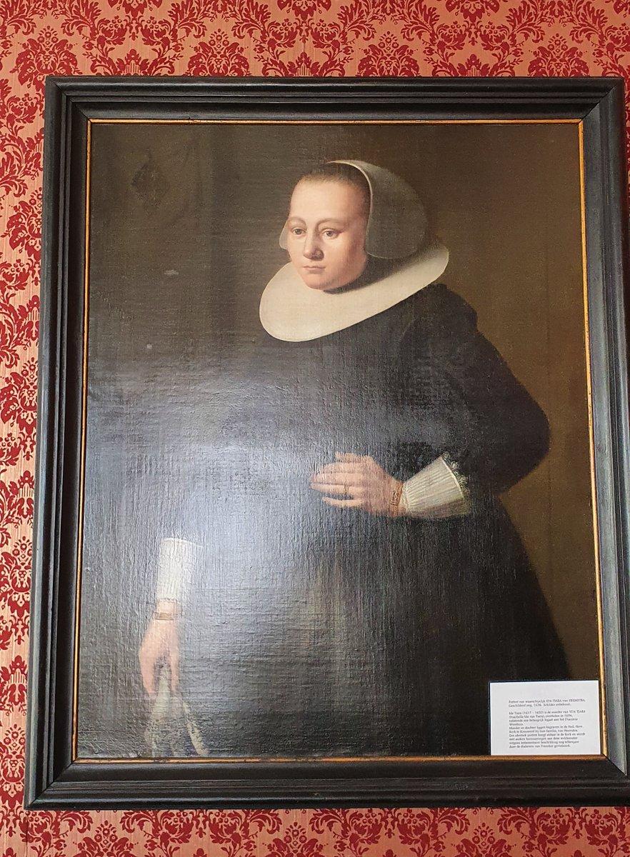 Portret van een vrouw in de #Botniastins te Franeker, nu @franekeracademy. Foutief hier als Ida Tiara-van Heemstra vermeld. Deze Ida is in 1604 geboren en het wapen linksboven is ook niet die van #Tiara. https://t.co/1LjnBlfGC1