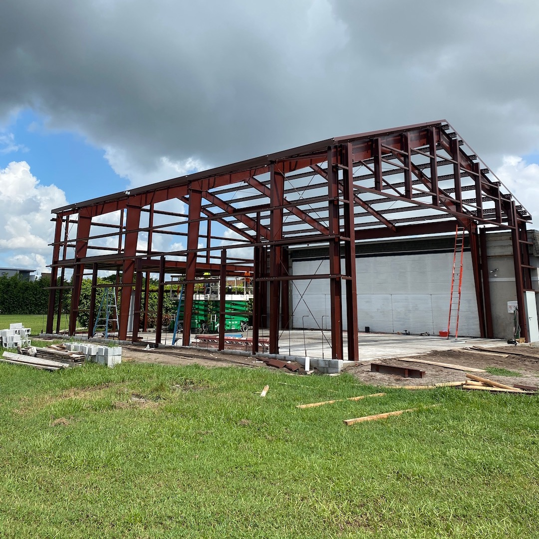 🚧 IN PROGRESS! 49'6 1/4 x 60'8 x 20 Airplane Hanger going up in Delray Beach Florida ✈️🛫🚧 For more info visit https://t.co/4Ry3tveRG5 #airplane #hanger #steelbuilding #steel #building #new #gc https://t.co/HLPtPuaVcI