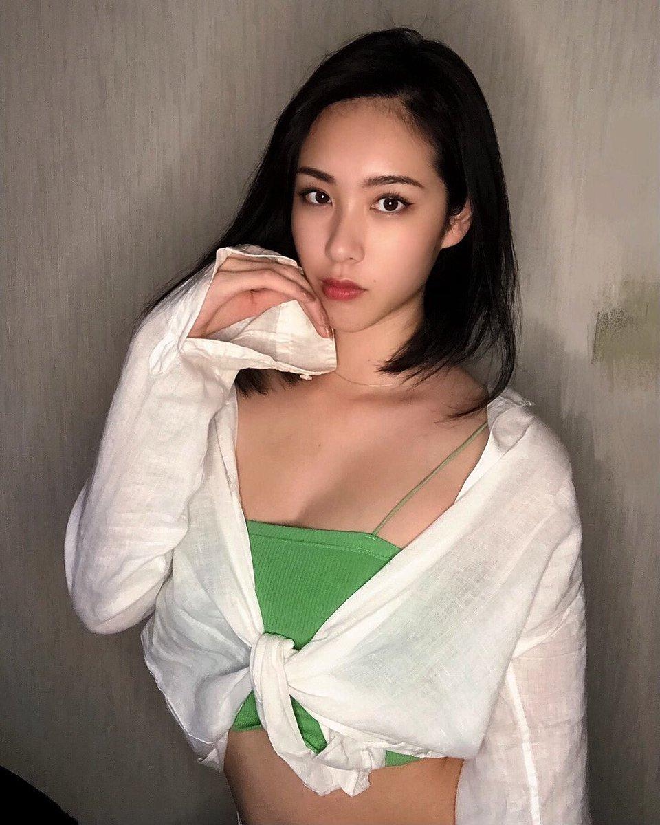 あんまり緑の洋服って持ってないけど 爽やかでお気に入り💚 最近は葉っぱの絵文字🌿可愛くて大好き☺︎  #new #cyberjapan #サイバージャパン #新人 #cjd_chiaki #白シャツ https://t.co/syC2qw9o5M